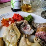 Piccolo bollito misto con salse (salsa verde, bagnetto rosso e mostarda) | Agriturismo Il Castagneto - Castiglione Chiavarese | Liguria |